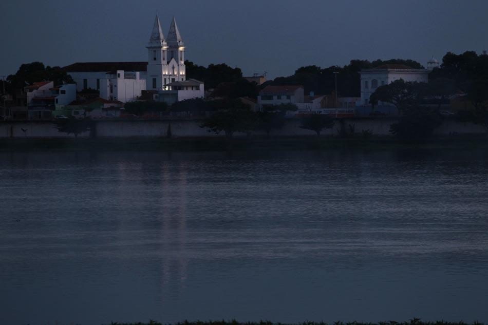 Igreja Matriz de Juazeiro, Bahia, próxima às águas do Rio São Francisco. 18/11/2010. FOTO TIAGO QUEIROZ/AE